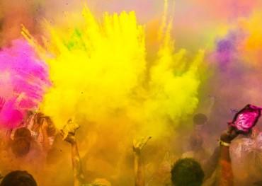 Color Craze – Celebrating Holi in Nepal